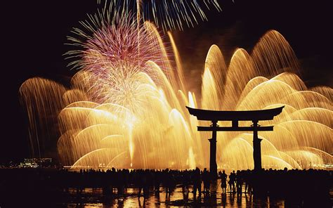 Summer Sky: The Four Types of Japanese Fireworks
